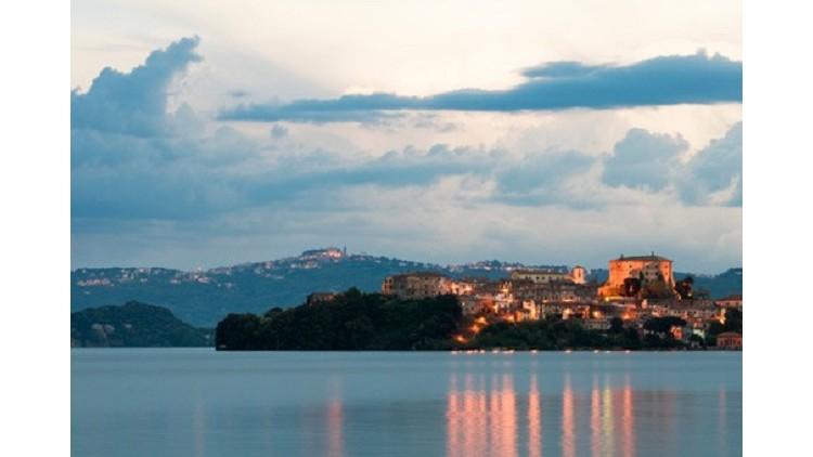 Praga viaggi capodanno sul lago di bolsena capodanno lago for Lago store genova