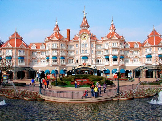 Praga Viaggi Disneyland Paris 25 anni di magia viaggio pullman ...