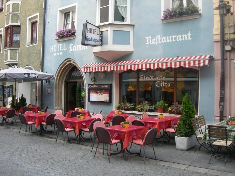 http://www.pragaviaggi.it/easyUp/store/Zoom/185_hotel_lamm_6z72_z.jpg