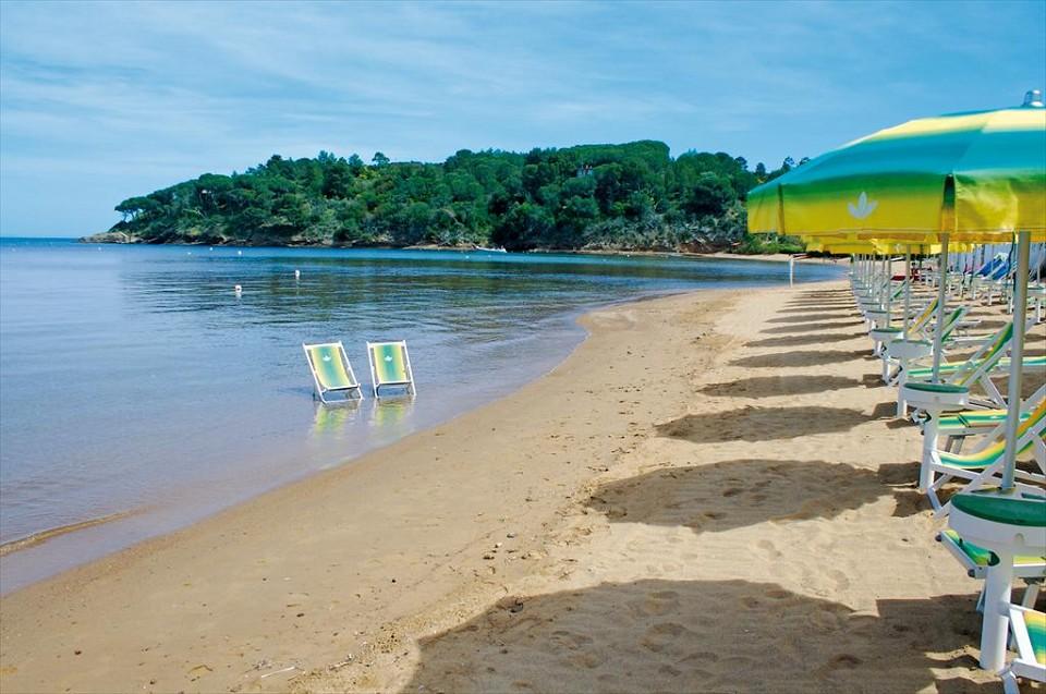 http://www.pragaviaggi.it/easyUp/store/Zoom/199_naregno_spiaggia_fenf_z.jpg