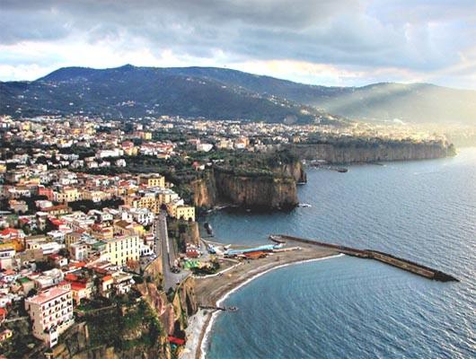 Praga Viaggi Soggiorno a Sorrento Capri Pompei Napoli Reggia di ...
