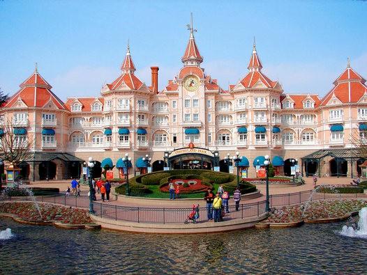 Praga Viaggi Disneyland Paris 25 anni di magia | viaggio pullman ...