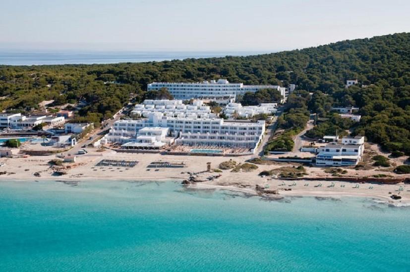 Praga Viaggi Soggiorno a Formentera: un tuffo nel mare turchese! |